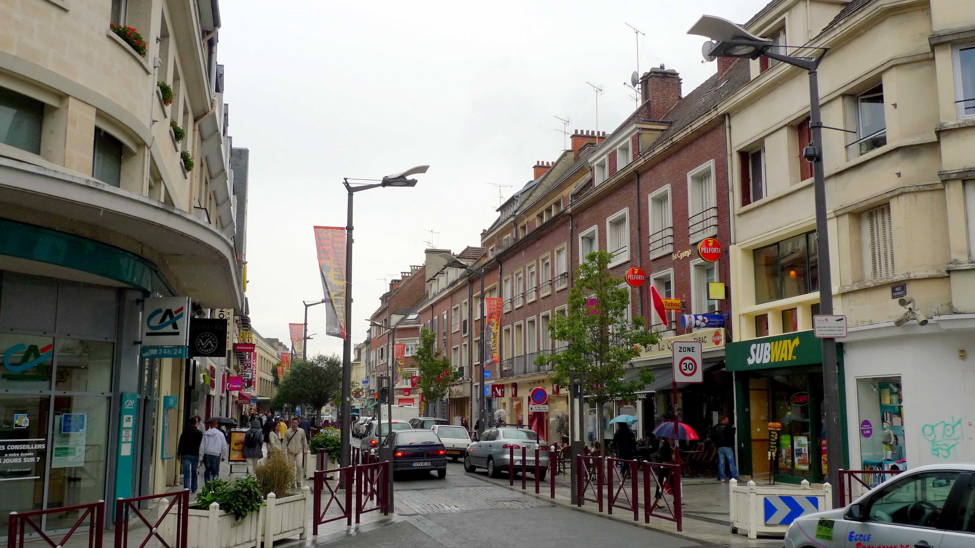 Beauvais une pr fecture anim e immobilier beauvais for Piscine beauvais